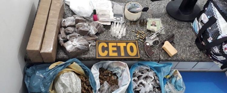 Armas-munições-e-drogas-são-apreendidas-com-dupla-em-Alagoinhas