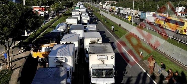 Caminhoneiros-em-Guapimirim-em-greve-nacional
