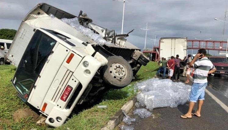 750_acidente-caminhao-br324_2018614101859379