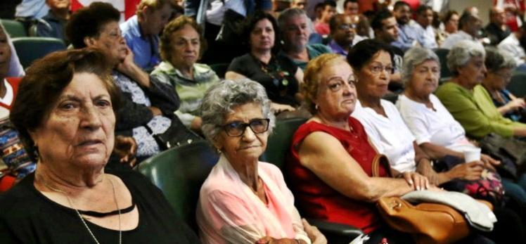 58094,numero-de-lares-que-dependem-da-renda-de-aposentados-cresce-12-em-um-ano-3