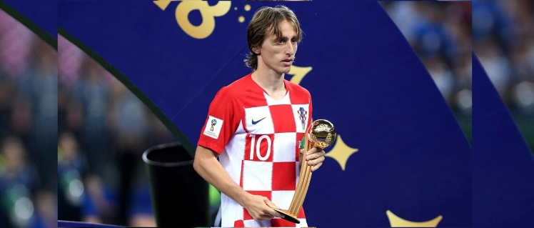 luka-modric-recebe-o-premio-de-melhor-jogador-da-copa-do-mundo-de-2018-1531676134495_v2_1920x1080